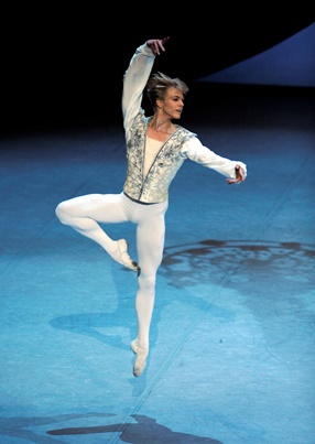 14-12Marijn_Neu_BWE_1140 Theme and Variations_photo_Stuttgart Ballet.jpg