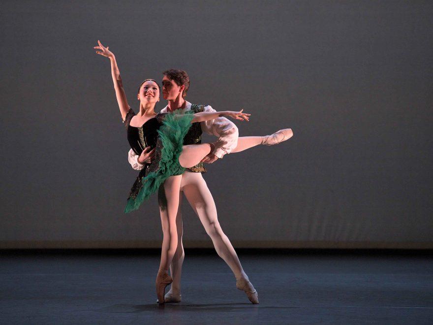 Rina-Kanehara-and-Aitor-Arrieta-performing-the-Esmeralda-pas-de-deux-c-Laurent-Liotardo-1-880x660[1].jpg