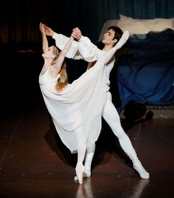 sRomeo and Juliet_Amatriain Vogel_2 (c) Stuttgart Ballet.jpg