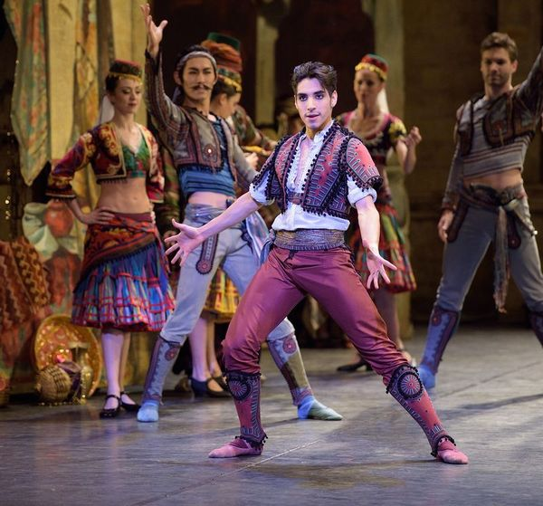 small600_trim_Cesar Corrales as Birbanto in Le Corsaire (c) Laurent Liotardo.jpg