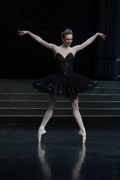 small_Leonore Baulac Lac des cygnes (c)Svetlana Loboff OnP.jpg