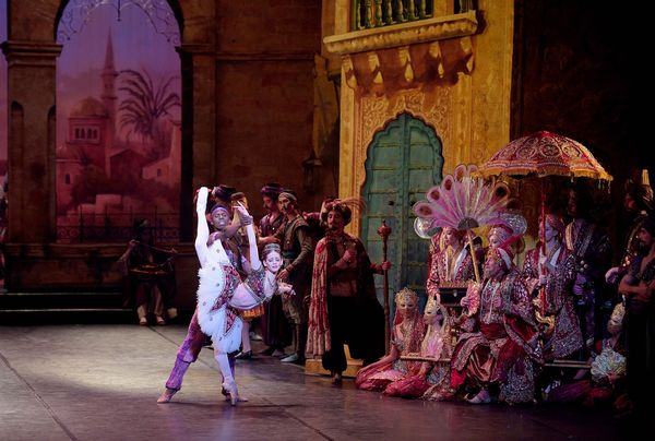 small_trim_Laurretta Summerscales as Gulnare, and Brooklyn Mack as Lankendem in Le Corsaire (c) Laurent Liotardo (1).jpg