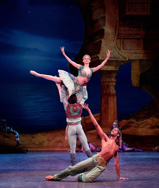 small_trim_Laurretta Summerscales as Medora, Brooklyn Mack as Conrad, and Junor Souz as Ali in Le Corsaire (c) Laurent Liotardo (3).jpg