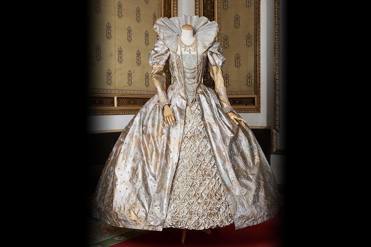 エディタ・グルベローヴァが着用した『ロベルト・デヴェリュー』エリザベッタの衣裳 <br>Photo: Wiener Staatsoper / Michael Poehn